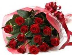 Ağrı anneler günü çiçek yolla  10 adet kipkirmizi güllerden buket tanzimi