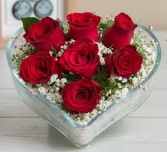 Kalp içerisinde 7 adet kırmızı gül  Ağrı çiçek gönderme sitemiz güvenlidir