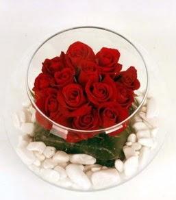 Cam fanusta 11 adet kırmızı gül  Ağrı çiçek gönderme