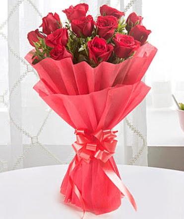 12 adet kırmızı gülden modern buket  Ağrı çiçek yolla