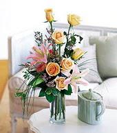 Ağrı çiçek , çiçekçi , çiçekçilik  cam yada mika vazo içerisinde gül kazablanka