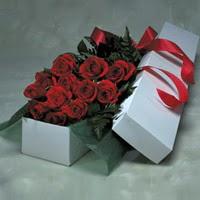 Ağrı online çiçek gönderme sipariş  11 adet gülden kutu