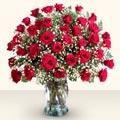Ağrı çiçekçiler  33 adet kirmizi gül cam yada mika vazoda