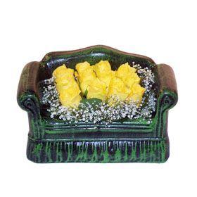 Seramik koltuk 12 sari gül   Ağrı ucuz çiçek gönder