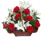 sepette gül ve kazablankalar   Ağrı çiçekçi mağazası