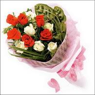 5 kirmizi 5 beyaz güllerden   Ağrı online çiçek gönderme sipariş