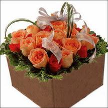 kare sandikta 11 gülllerden   Ağrı çiçekçi mağazası