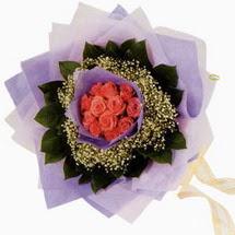 12 adet gül ve elyaflardan   Ağrı çiçekçi mağazası