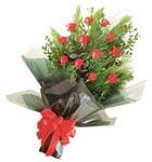 12 adet kirmizi gül buketi   Ağrı çiçekçi mağazası