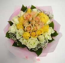 sari ve beyaz gül karisimda   Ağrı çiçek , çiçekçi , çiçekçilik