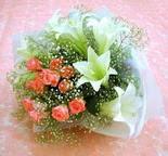 Ağrı çiçek yolla  lilyum ve 7 adet gül buket