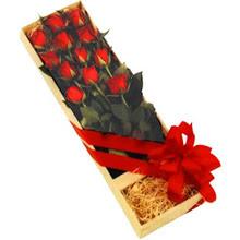 kutuda 12 adet kirmizi gül   Ağrı çiçek yolla