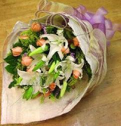 Ağrı internetten çiçek satışı  11 ADET GÜL VE 1 ADET KAZABLANKA