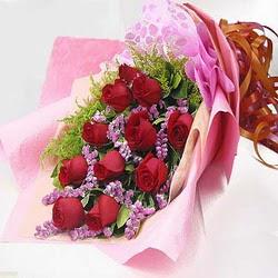 11 adet kirmizi gül ve kir çiçekleri  Ağrı internetten çiçek satışı