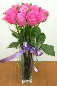 cam vazo içerisinde 11 adet gül  Ağrı internetten çiçek satışı