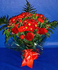 Ağrı hediye çiçek yolla  3 adet kirmizi gül ve kir çiçekleri buketi