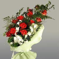 Ağrı ucuz çiçek gönder  11 adet kirmizi gül buketi sade haldedir
