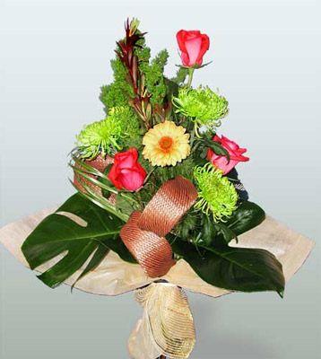 Ağrı ucuz çiçek gönder  3 adet gül 4 adet gerbera çiçegi sade buket