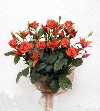 9 adet gül ve 3 adet lilyum çiçegi buketi   Ağrı cicek , cicekci