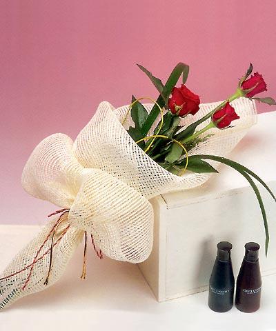 3 adet kalite gül sade ve sik halde bir tanzim  Ağrı internetten çiçek siparişi