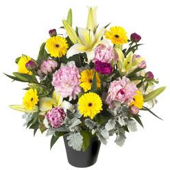 karisik mevsim çiçeklerinden vazo tanzimi  Ağrı uluslararası çiçek gönderme