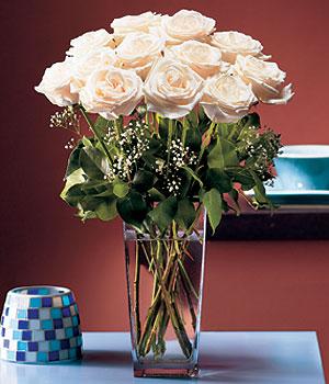 Ağrı hediye sevgilime hediye çiçek  Cam yada mika vazo içerisinde 12 gül