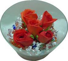 Ağrı 14 şubat sevgililer günü çiçek  5 adet gül ve cam tanzimde çiçekler