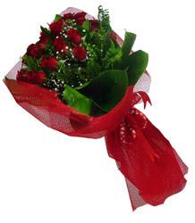 Ağrı çiçek gönderme sitemiz güvenlidir  10 adet kirmizi gül demeti