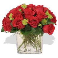 Ağrı çiçekçi telefonları  10 adet kirmizi gül ve cam yada mika vazo