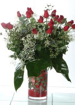 Ağrı güvenli kaliteli hızlı çiçek  11 adet kirmizi gül ve cam yada mika vazo tanzim