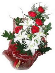 Ağrı kaliteli taze ve ucuz çiçekler  5 adet kirmizi gül 1 adet kazablanka çiçegi buketi