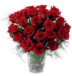 Ağrı çiçek gönderme sitemiz güvenlidir  11 adet kirmizi gül cam yada mika vazo içerisinde