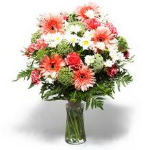 Ağrı çiçekçiler  cam yada mika vazo içerisinde karisik demet çiçegi