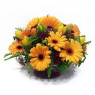 gerbera ve kir çiçek masa aranjmani  Ağrı çiçek siparişi vermek