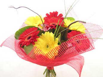 9 adet gerbera çiçeklerinden buket  Ağrı çiçek satışı