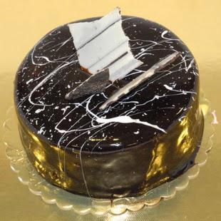 pasta gönder 4 ile 6 kisilik parça çikolatali yaspasta  Ağrı internetten çiçek siparişi