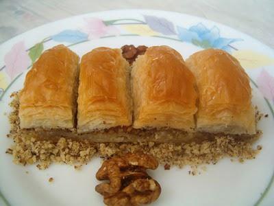 online pastane Essiz lezzette 1 kilo cevizli baklava  Ağrı cicek , cicekci