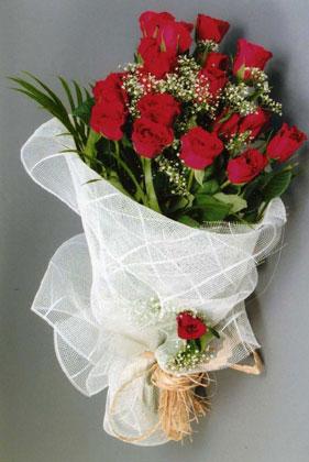 10 adet kirmizi güllerden buket çiçegi  Ağrı yurtiçi ve yurtdışı çiçek siparişi
