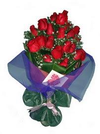 12 adet kirmizi gül buketi  Ağrı online çiçek gönderme sipariş