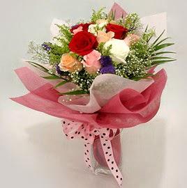 Karisik renklerde 11 adet gül buketi  Ağrı çiçek gönderme