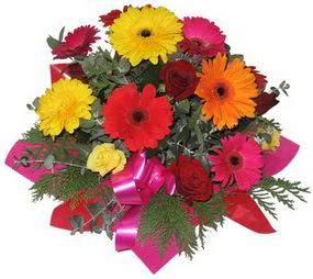 Karisik mevsim çiçeklerinden buket  Ağrı hediye sevgilime hediye çiçek