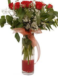 Ağrı uluslararası çiçek gönderme  11 adet kirmizi gül vazo çiçegi