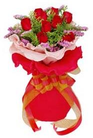 Ağrı cicekciler , cicek siparisi  8 Adet kirmizi güllerden buket tanzimi