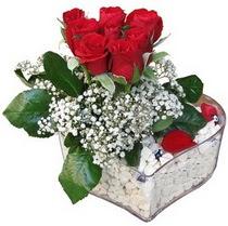 Ağrı güvenli kaliteli hızlı çiçek  kalp mika içerisinde 7 adet kirmizi gül
