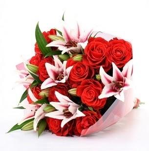 Ağrı çiçek siparişi vermek  3 dal kazablanka ve 11 adet kırmızı gül