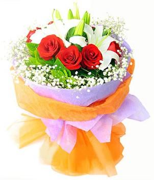 Ağrı çiçek gönderme sitemiz güvenlidir  1 dal kazablanka 7 adet kırmızı gül buketi