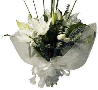 Ağrı çiçekçi mağazası  2 dal kazablanka çiçek buketi