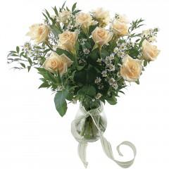 Vazoda 8 adet beyaz gül  Ağrı 14 şubat sevgililer günü çiçek