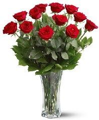11 adet kırmızı gül vazoda  Ağrı internetten çiçek siparişi
