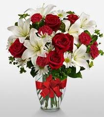 Eşsiz vazo tanzimi güller kazablankalar  Ağrı online çiçek gönderme sipariş